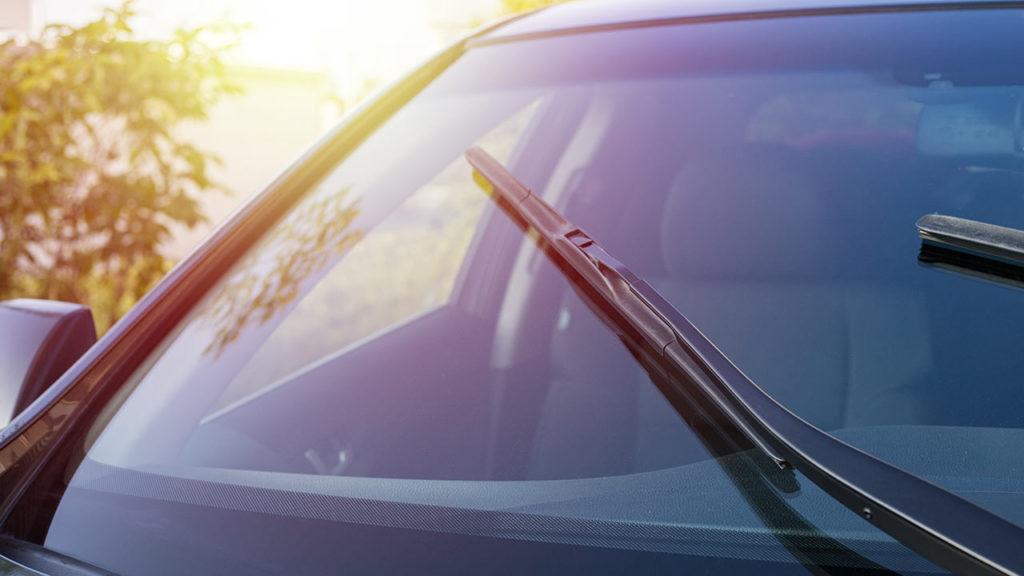 La diferencia entre un parabrisas y la luna de un vehículo, o entre cristal laminado y cristal templado