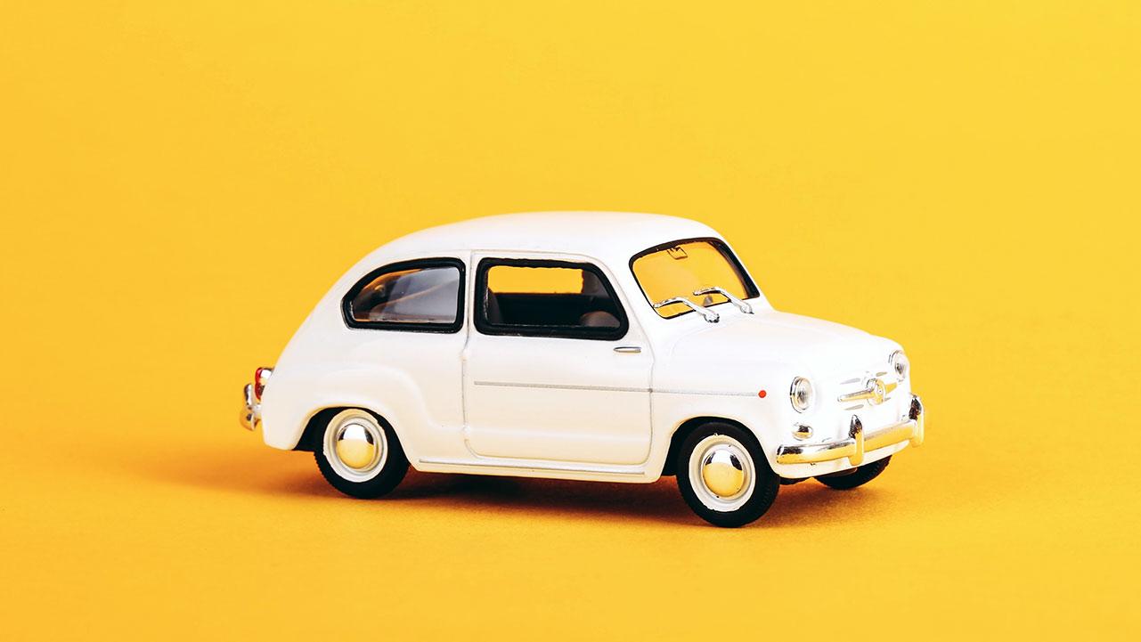 coche para explicar la relación existente entre el parabrisas y el airbag en la seguridad vial